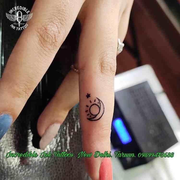 incredible-ink-tattoos-delhi-finger-tattoo