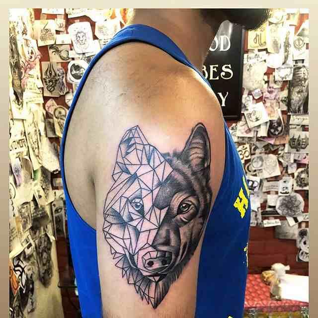 the-tattoo-shop-delhi-shoulder-wolf-line-art