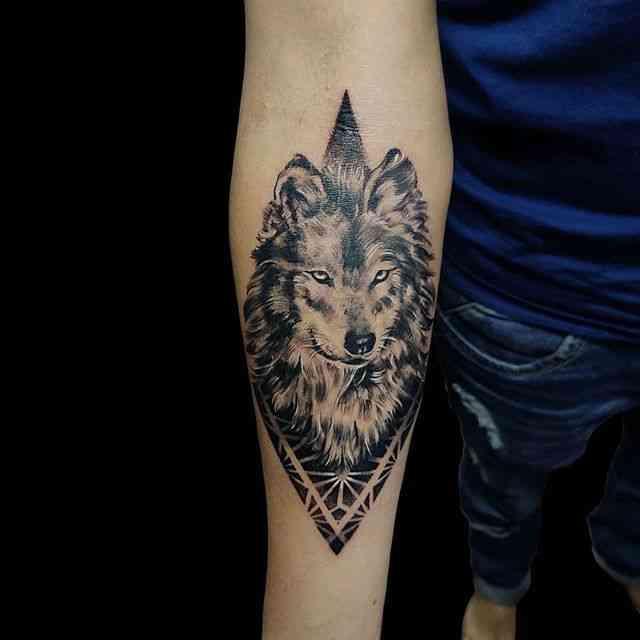 kraayonz-tattoo-studio-pune-wolf