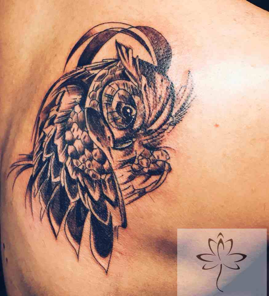 Ink-black-lotus-tattoos-nagpur-baby-owl-back