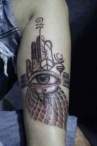 cathy-tattoo-pune-abtract-eyes