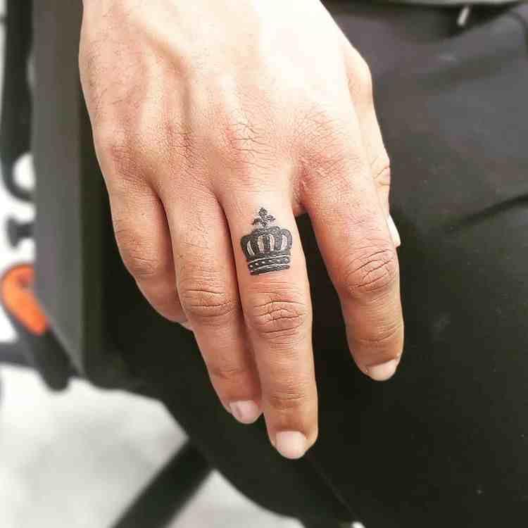 meraki-inks-tattoo-studio-pune-finger-king-tattoo