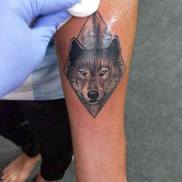kits-tattoo-pune-black-grey-wolf