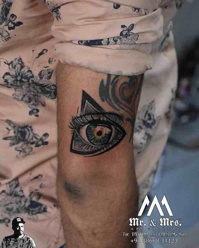 mr-and-mrs-tattoo-studio-surat-eye