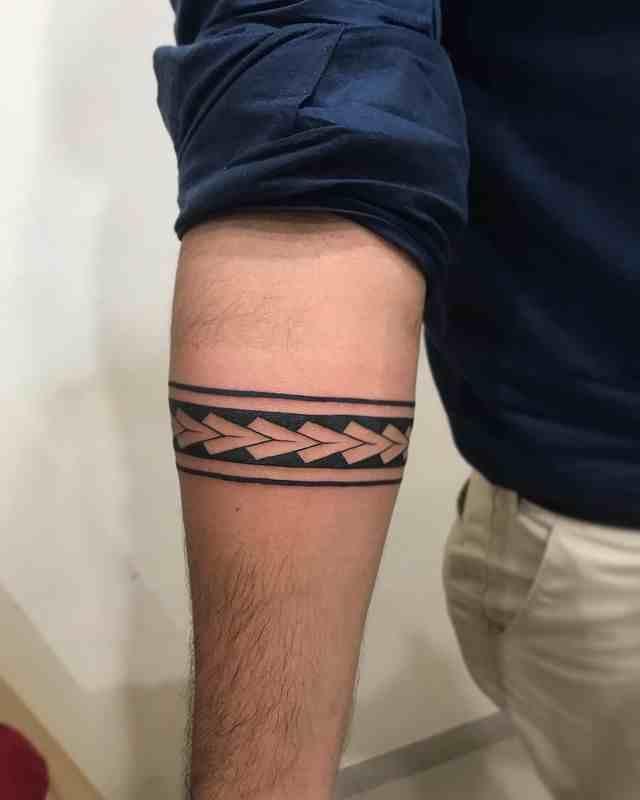 pixel-tattoo-surat-arm-band