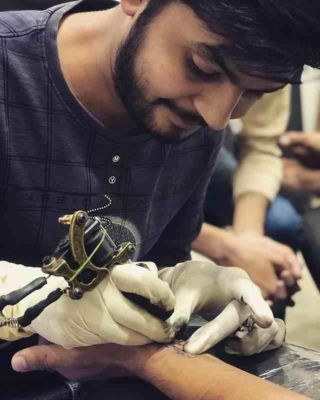 pixel-tattoo-surat-atist-tattoo-making